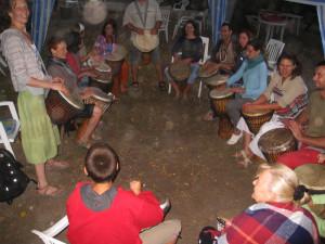 12 nő a dobok mögött Dobogókőn